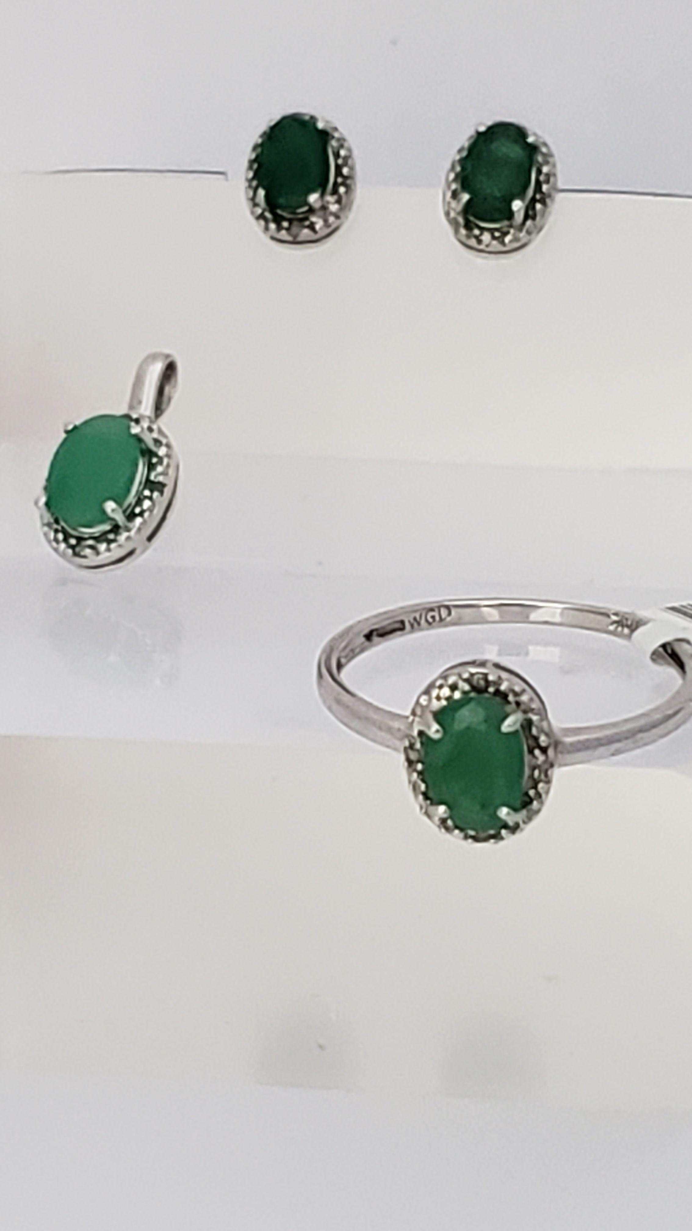 Set Aretes Anillo y Dije Esmeralada Con Diamante